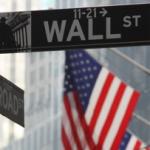 Биржи США закрылись в минусе на дешевеющей нефти