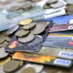 Банки начали сокращать лимиты по кредитным картам