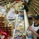Таможенники проверят, как «санкционные» продукты попали в сети
