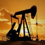 Нефть начала дорожать после долгого спада