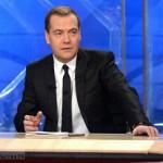Медведев о «длиннющих каникулах»: Для экономики не очень хорошо