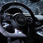 Ряд автодилеров заморозил продажи в РФ из-за ослабления рубля