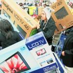 Иностранцы штурмуют российские магазины
