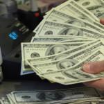 Треть россиян не следит за курсом доллара