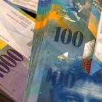 Швейцарский франк взлетел к доллару на 25%