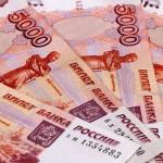 Зарплаты россиян призвали увеличить до ста тысяч