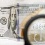 Курс доллара упал почти на рубль