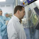 Дмитрий Медведев поручил усилить контроль за ценами на лекарства