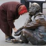 Число живущих за чертой бедности в России растет