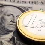 Евро и доллар подросли к рублю