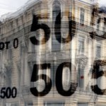 Рубль в начале дня растет на 9 копеек к доллару и на 5 копеек к евро