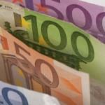 Евро дорожает к доллару