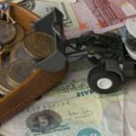 Средневзвешенный курс доллара снизился до 56,51 рубля